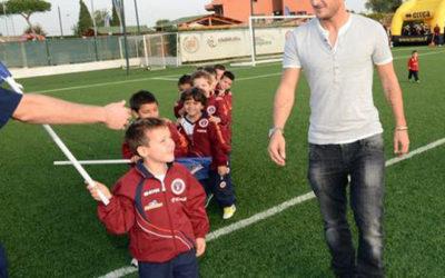 Polisportiva Roma | News Totti Soccer School – Francesco Totti apre la stagione 2012/13 nella sua Scuola calcio alla Longarina