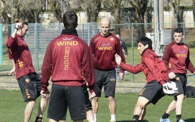 L'AS Roma si prepara a Trigoria alla sfida di Udine, con la seconda seduta di allenamento mattutino per Totti e Compagni