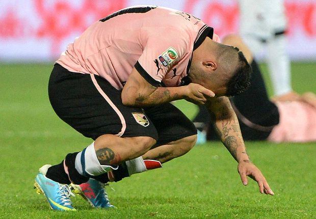 In Serie A il Napoli blinda il secondo posto, il Milan passeggia a Pescara e la Lazio esclude l'Inter dalla corsa europea. L'Udinese con il cuore a Palermo, i siciliani vicini alla retrocessione e Miccoli scoppia in lacrime
