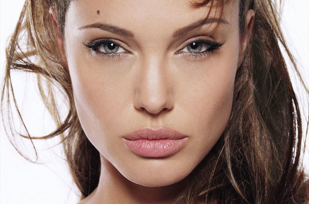 La Scelta di Angelina Jolie bella e coraggiosa, si è sottoposta a due mastectomie al seno per prevenire il rischio di cancro