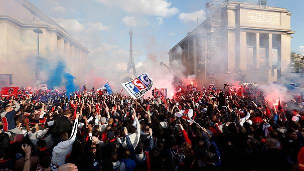 Scontri e incidenti a Parigi. Annullati i festeggiamenti del PSG campione di Francia
