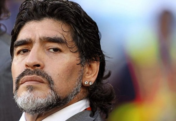 Breaking News – Diego Armando Maradona a Buenos Aires, rissa all'aeroporto