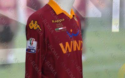 AS ROMA – Presentata la maglia che indosserà per la finale di Coppa Italia del 26 maggio