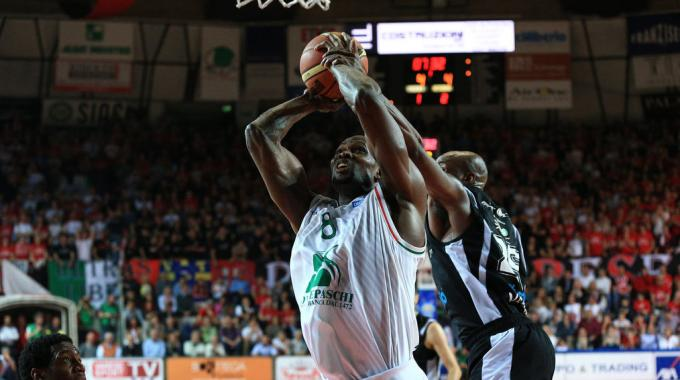 Polisportiva Roma | News Basket – La Montepaschi Siena ha il match point per chiudere la serie. Stasera al PalaEstra in campo anche Hackett e Brown