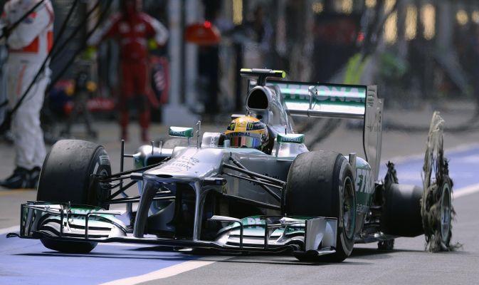 """FORMULA 1 – E' il GP degli pneumatici. Giornata nera per la Pirelli, con 4 posteriori esplosi e un anteriore. La casa si difende """"Guaio inedito"""""""