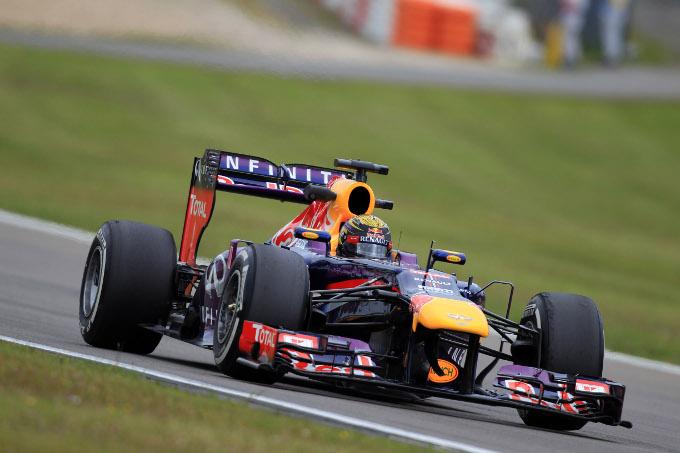 FORMULA 1 – Nelle ultime prove libere del GP di Germania, è il solito Vettel su Red Bull a dominare. Quarta la Ferrari di Alonso. Clima teso per gli pneumatici Pirelli