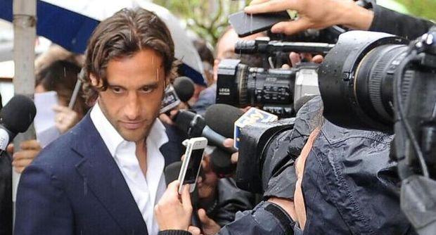 CALCIOSCOMMESSE – Arrivano i deferimenti per il capitano della Lazio Mauri e per la società biancoceleste. Insieme a loro deferiti Milanetto, il Genoa e il Lecce