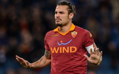 AS ROMA – Brutto inizio al ritiro. Subito contestazione per tutti. Osvaldo attaccato risponde con il dito medio!