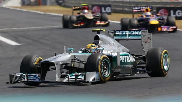 FORMULA 1 – Nel Gran Premio di Ungheria, vince Hamilton davanti a Raikkonen e Vettel. Solo 5/a piazza per la Ferrari di Alonso