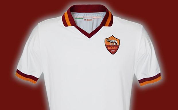 AS ROMA NEWS – Mentre continua la campagna sul sito ufficiale per scegliere la Terza Maglia, ecco le immagini in anteprima della Seconda Maglia AS Roma stagione 2013/14