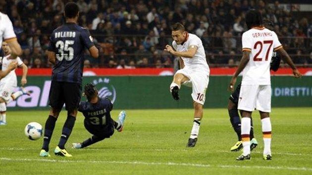 AS ROMA NEWS – Giallorossi a valanga sull' Inter: a Milano finisce 3 – 0. La doppietta di Totti e il gol di Florenzi spianano la strada alla Roma