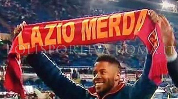 AS ROMA NEWS – Bastos sotto la curva con una sciarpa… offensiva.. La Roma chiede scusa