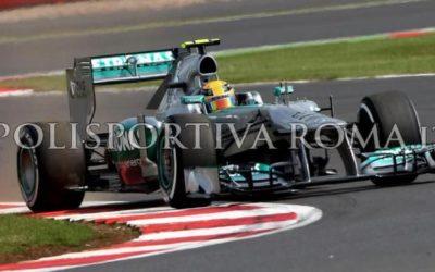 MONDIALE F1 – A Melbourne tutto come previsto. Hamilton in Pole, la Ferrari arranca. Per la Red Bull bene Ricciardo male Vettel