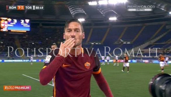 AS ROMA SERIE A – Totti da favola. The King of Rome is not dead